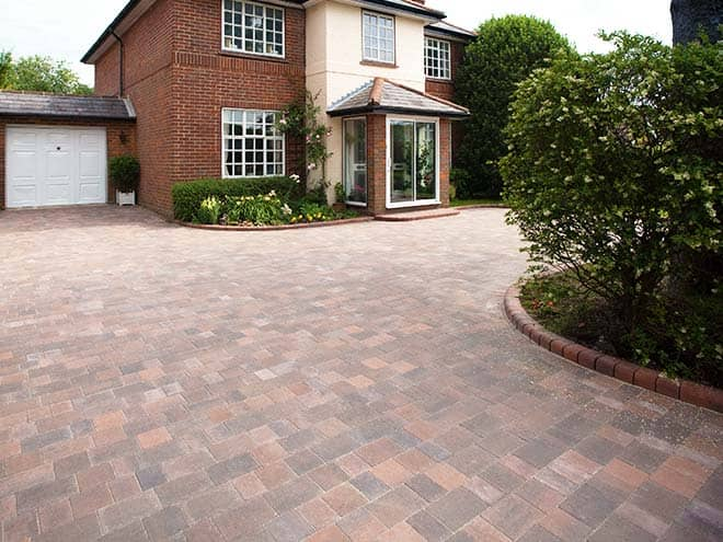 Everest Driveway using the Icon style block style