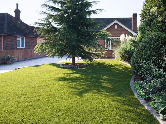 Frontal view of Everest Artificial Grass shown across a whole front garden